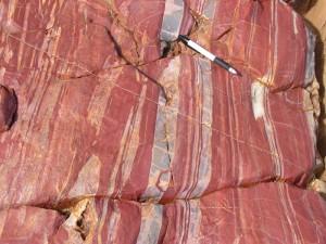 35億年前の赤白チャート