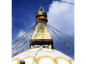 ネパールの寺には大きな目玉が描かれている